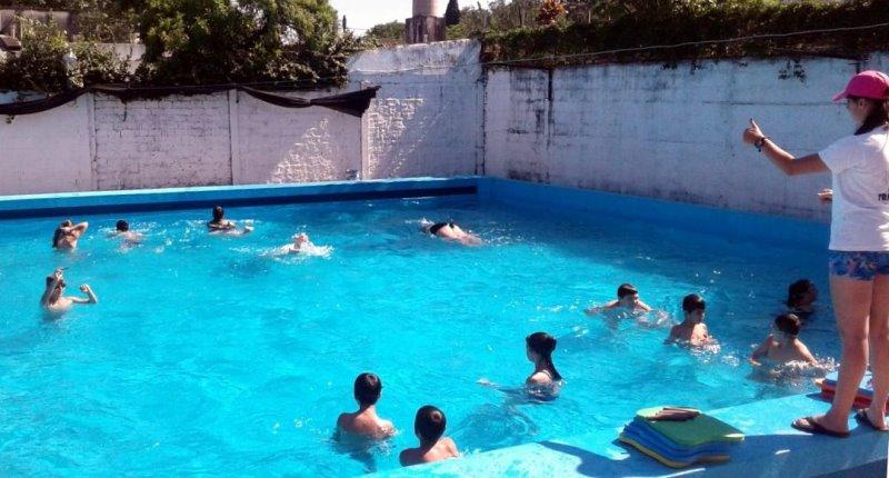 Natatorio Del Jockey Club Villa Ocampo En Plena Actividad