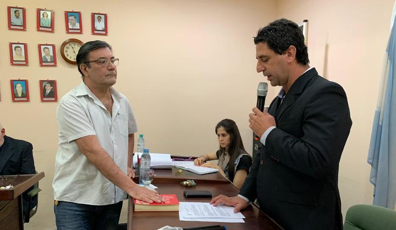 Concejal Darío Vega (PJ) toma juramento